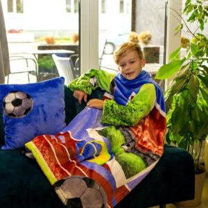 Дитячий плед с рукавами із мікрофібри Футбол